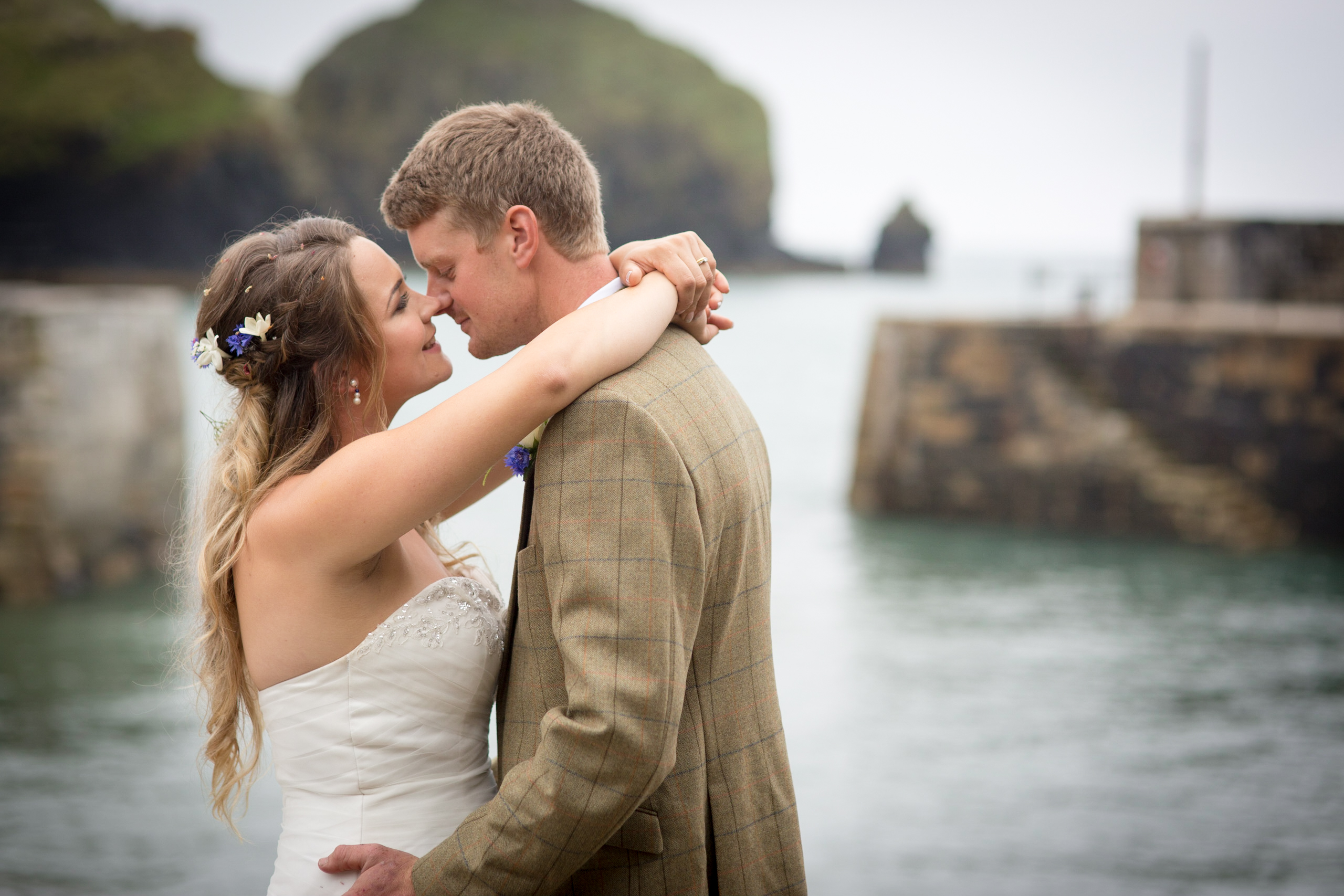 Mullion wedding by Tom Robinson Cornwall wedding photographer Cornwall