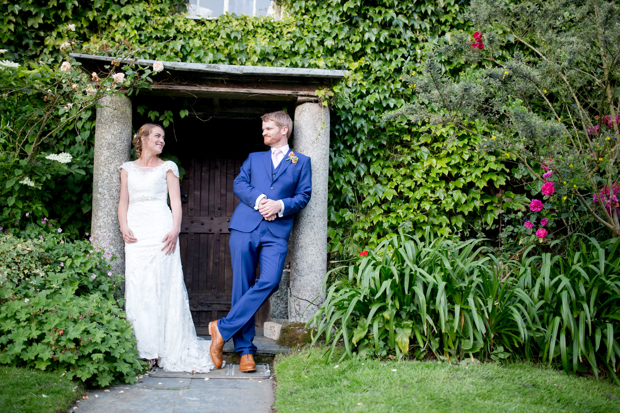 Mullion church wedding by Tom Robinson Photography Cornwall wedding photographer